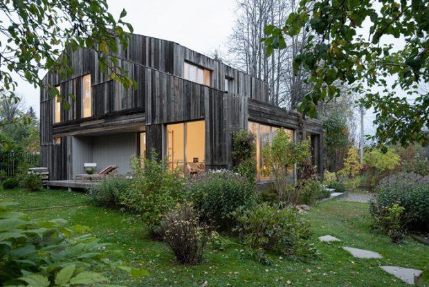 บ้านสไตล์โรงนากลางธรรมชาติ