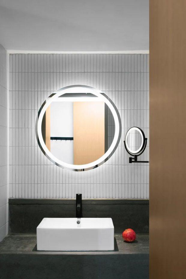 กระจกทรงกลมในห้องน้ำ