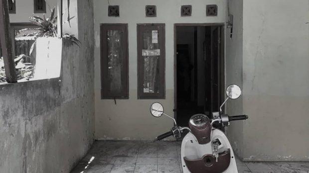 ประตูหน้าบ้านก่อนรีโนเวท