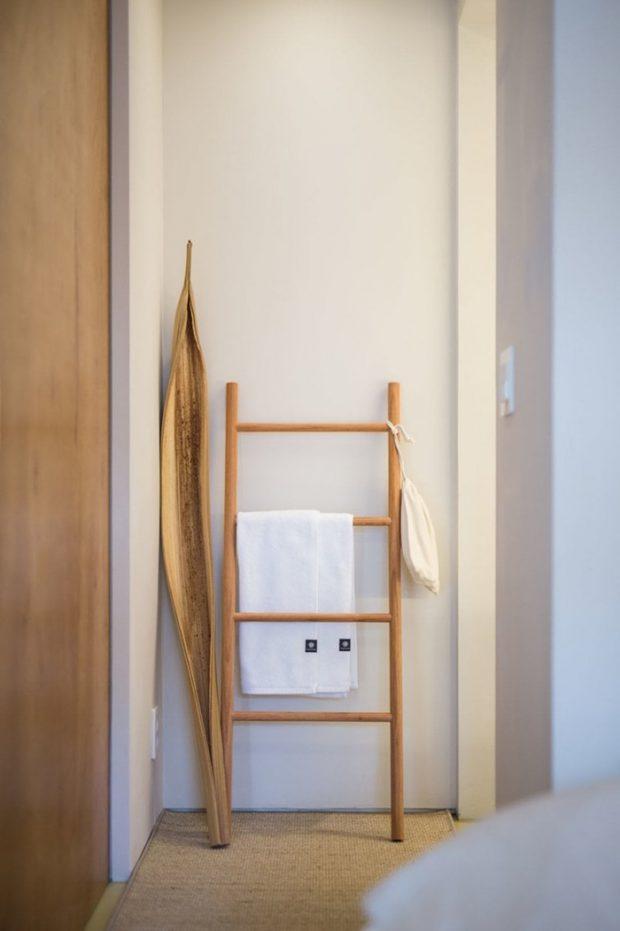 บันไดไม้ตกแต่งห้อง