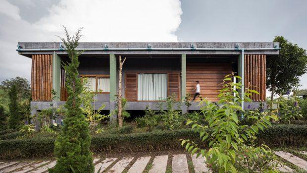บ้านคอนกรีตหลังคาแบนยกพื้นสูง