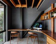 แต่งบ้านโทนสีดำตัดกับงานไม้