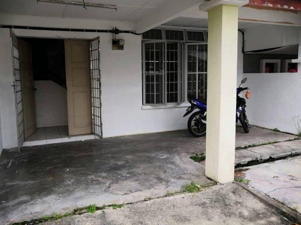หน้าบ้านก่อนปรับปรุง