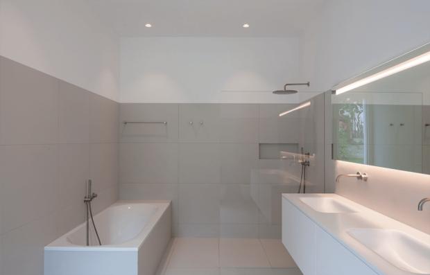 ห้องน้ำสีขาวล้วน