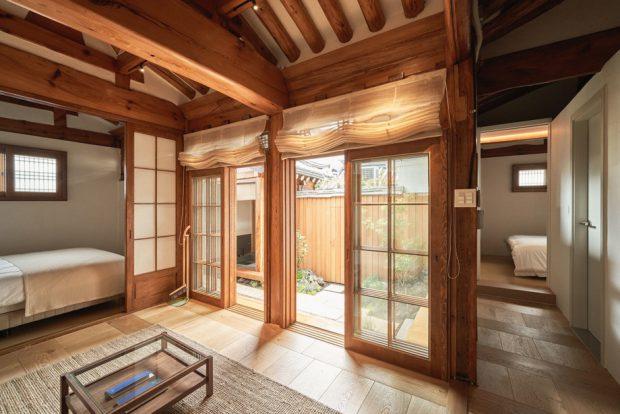 ประตูโชจิเปิดออกชมสวน