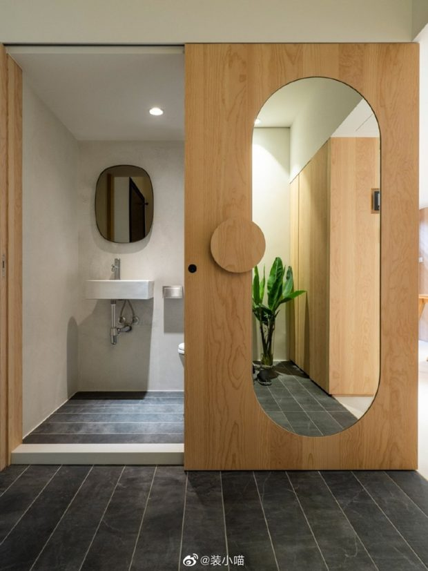 ประตูห้องน้ำรูปแคปซูล