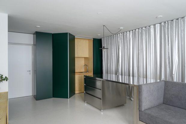 ประตูบานเฟี้ยมปิดซ่อนครัว