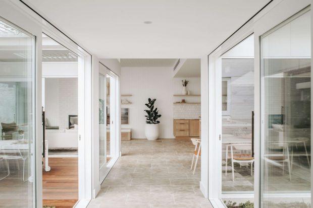บ้านโทนสีขาวพื้นขัดมัน