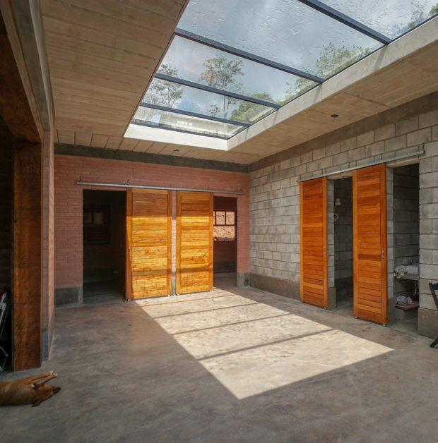 ที่ว่างกลางบ้านมี skylight