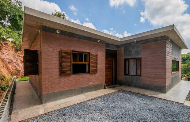 บ้านอิฐแดงผสมบล็อกคอนกรีต