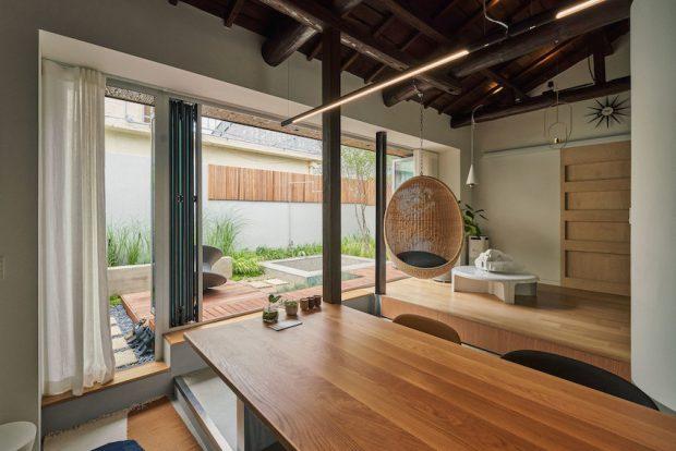 ปรับปรุงบ้านเก่าใส่ผนังกระจกเชื่อมสวน