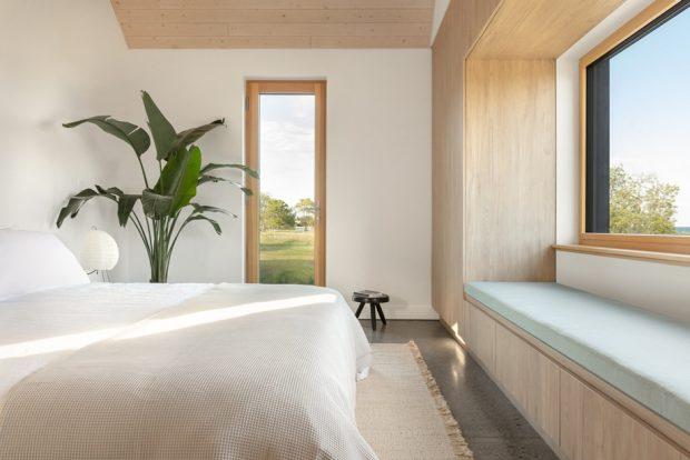 หน้าต่างมีเบย์วินโดว์ในห้องนอน