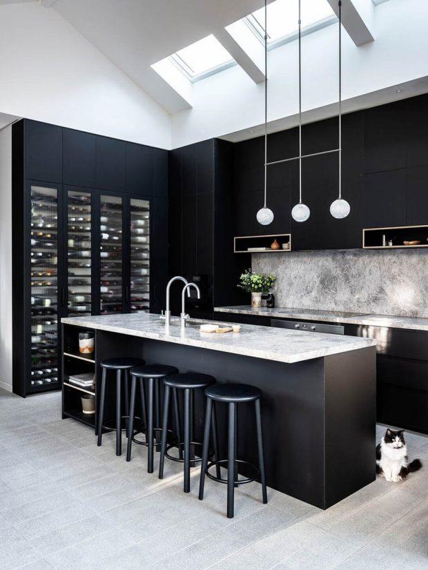 ห้องครัวบิลท์อินสีดำ