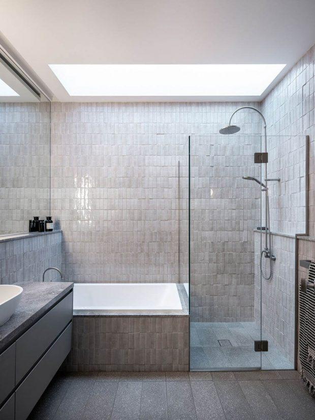 ช่องแสงบนหลังคาในห้องน้ำ