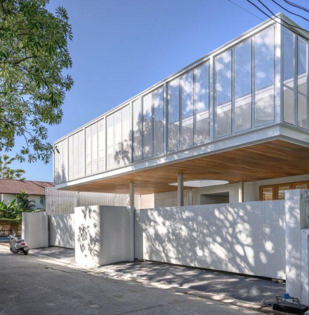 บ้านโมเดิร์นมินิมอลสองชั้นสีขาว