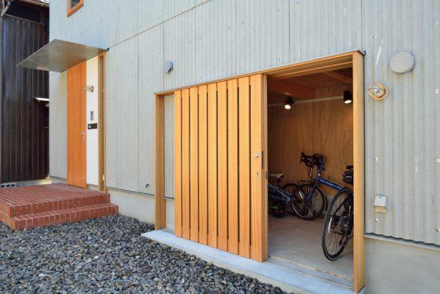 ประตูบานไม้