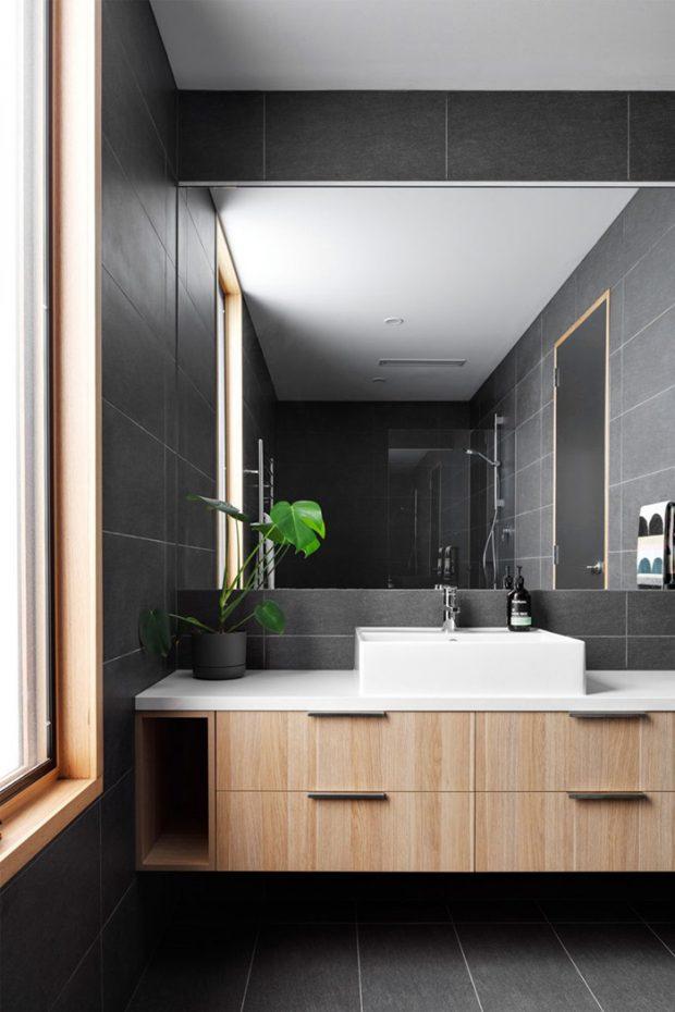 ห้องน้ำโทนสีดำตกแต่งไม้