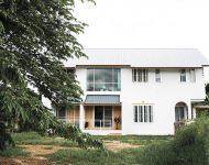 บ้านผนังฉาบเรียบทาสีขาว
