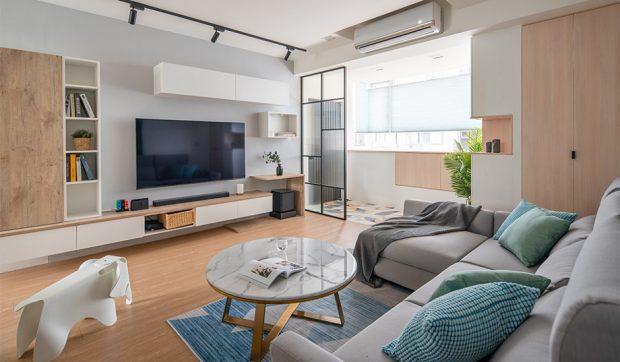 ห้องนั่งเล่นดูทีวีสว่างและสดชื่น