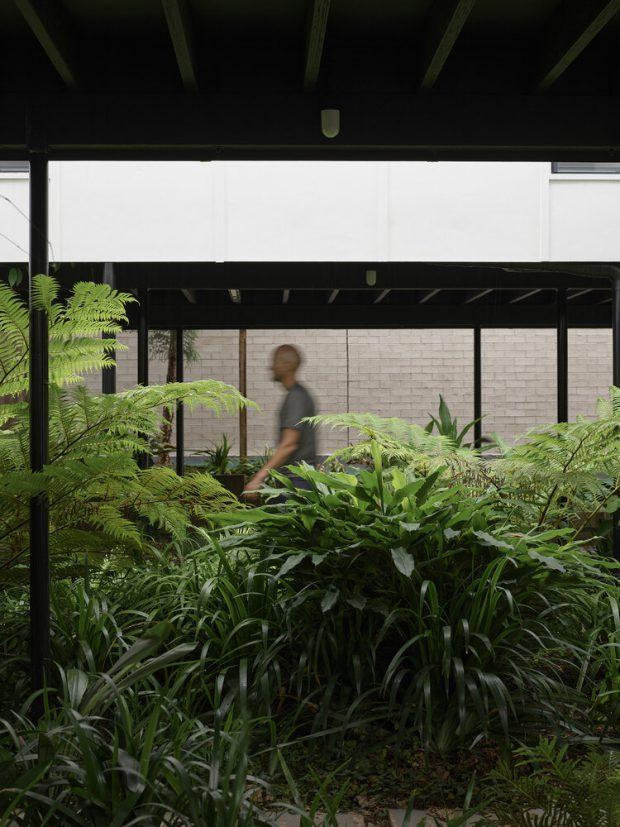 จัดสวนเขียว ๆ ขนานไปกับบ้าน