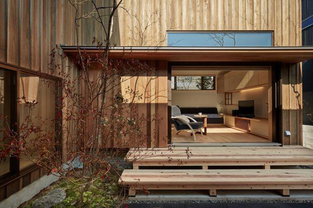 เฉลียงบ้านปูด้วยไม้