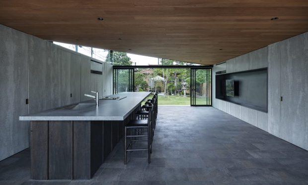 ผนังกระจกเพดานกรุด้วยไม้