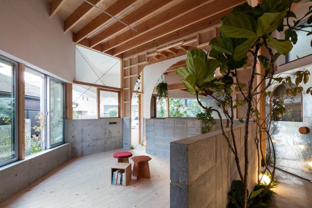 บ้านวัสดุโปร่งแสง บล็อกคอนกรีต และไม้