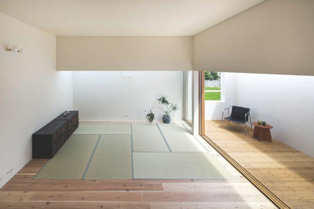 ห้องนั่งเล่นปูเสื่อทาทามิสไตล์ญี่ปุ่น