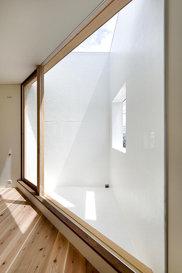 ห้องนั่งเล่นกลางแจ้งมุมสามเหลี่ยม
