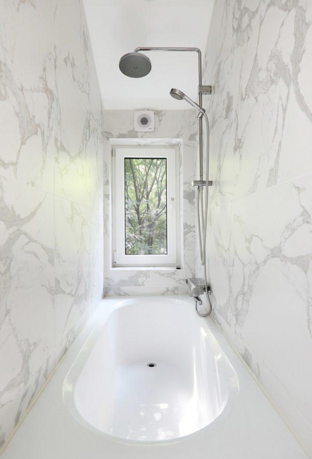 ห้องอาบน้ำโทนสีขาว