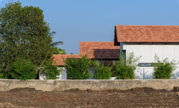 บ้านหลังคาสามระดับ