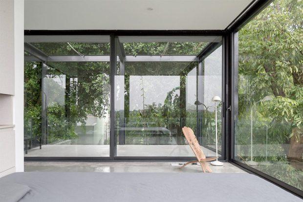 ประตูกระจกเชื่อมต่อพื้นที่ภายในภายนอก