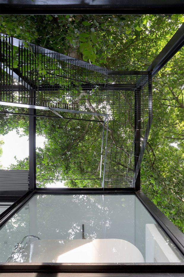 บ้านโมเดิร์นผนังและเพดานกระจก