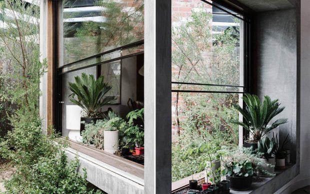 หน้าต่างกระจกแบบพับขึ้น